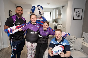 Photo of St Lukes pupils with Hornets stars at Cedar Gardens show home launch